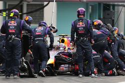 F1: Daniel Ricciardo, Red Bull Racing during pitstop
