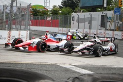 Justin Wilson, Dale Coyne Racing Honda and Will Power, Penske Racing Chevrolet