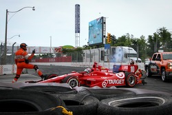Tony Kanaan, Chip Ganassi Racing Chevrolet crashes