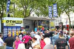 Fans look at DTM displays