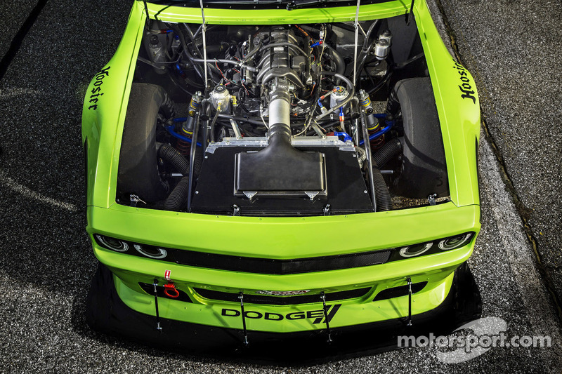 Dodge Challenger SRT engine