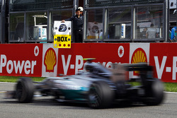 Nico Rosberg, Mercedes AMG F1 W05 passes a pit box board