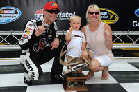 Polesitter Kevin Harvick, Stewart-Haas Racing Chevrolet with wife DeLana and son Keelan