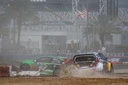 #77 Volkswagen Andretti Rallycross Volkswagen Polo: Scott Speed crashes