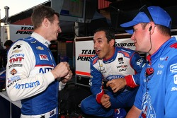 Ryan Briscoe, Chip Ganassi Racing Chevrolet and Helio Castroneves, Penske Racing Chevrolet