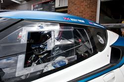 #77 Izzy Racing Lotus Evora GT4: Oz Yuzuf, Gavan Kershaw