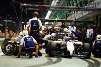Valtteri Bottas, Williams FW36 in the pits