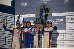 Podium: race winners Anthony Davidson, Sebastien Buemi, second place Alexander Wurz, Kazuki Nakajima, Stéphane Sarrazin
