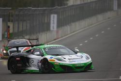 #61 Bhaitech McLaren MP4-12C: Filip Salaquarda, Alvaro Parente