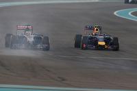 Jean-Eric Vergne, Scuderia Toro Rosso STR9 and Daniel Ricciardo, Red Bull Racing RB10 battle for position