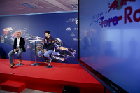 Carlos Sainz Jr. signs with Toro Rosso