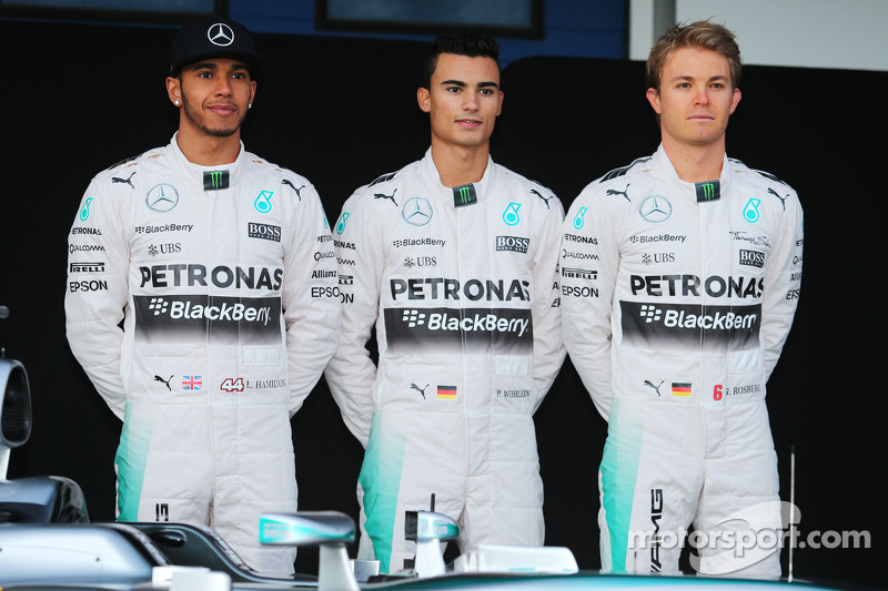 L to r lewis hamilton mercedes amg f1 with pascal for Mercedes benz f1 drivers