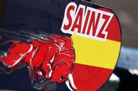Pit board for Carlos Sainz Jr., Scuderia Toro Rosso STR10