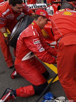 Michael Schumacher tries his hand at a pitstop