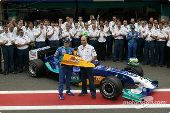 Giancarlo Fisichella celebrates last Grand Prix at the wheel of the Sauber