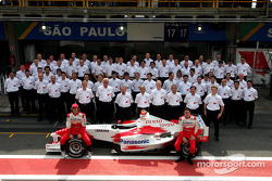 Toyota photoshoot: Jarno Trulli and Ricardo Zonta pose with Toyota team members