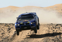 Volkswagen team presentation: Volkswagen prepared for the 2005 Dakar Rally during a test session in Morocco