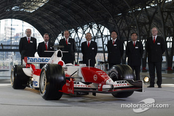 Panasonic Toyota Racing management with the Toyota TF105
