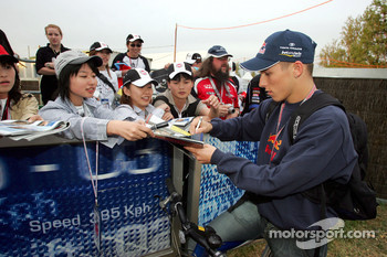 Christian Klien signs autographs