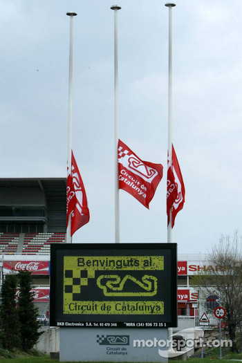 Circuit de Catalunya flags at half mast in respect for the Pope
