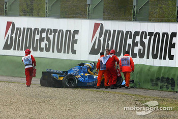Giancarlo Fisichella crashes in the tire wall