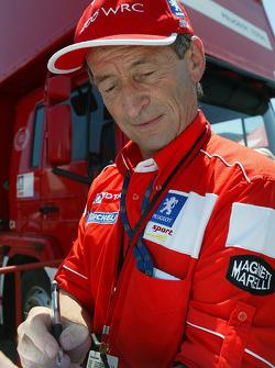 Marlboro Peugeot Total coordinator Vincent Laverne