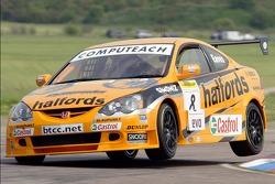 #8 Team Halfords Honda Integra of Dan Eaves