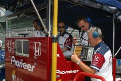 Rahal Letterman Racing cew members
