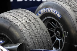 Tire wear on the Williams of Nick Heidfeld and Mark Webber