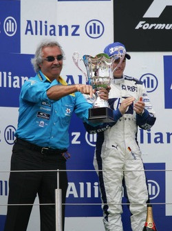 Podium: Flavio Briatore and Nick Heidfeld