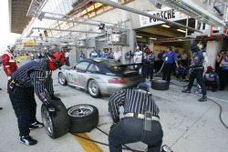 Pitstop for #71 Alex Job Racing Porsche 911 GT3 RSR: Leo Hindery, Mike Rockenfeller, Marc Lieb