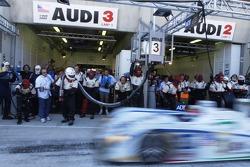 Pitstop for #3 Champion Racing Audi R8: JJ Lehto, Marco Werner, Tom Kristensen