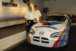 Evernham Motorsports announces a third team for the 2006 NASCAR season