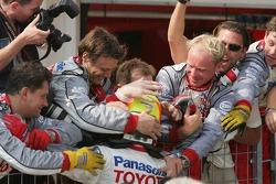 Ralf Schumacher celebrates podium finish with Toyota team members