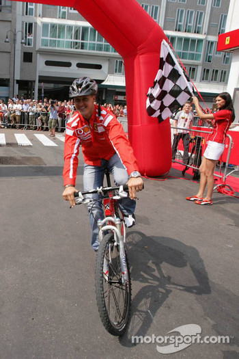 Vodafone race event in Milan: Michael Schumacher rides a mountain bike