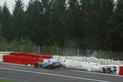 Giancarlo Fisichella crashes