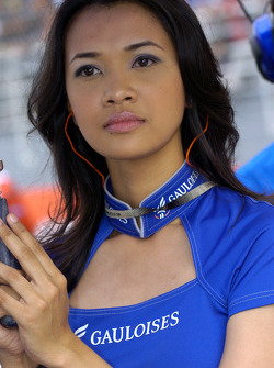 A charming Gauloises grid girl