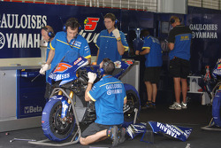 Gauloises Yamaha crew members at work