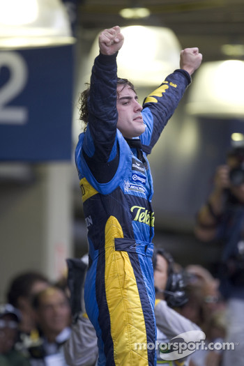 2005 World Champion Fernando Alonso celebrates
