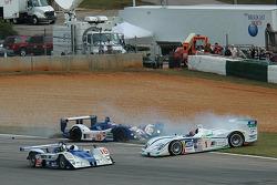 Start: crash of #15 Zytek Engineering Zytek 04S: Hayanari Shimoda, Tom Chilton and #1 Champion Racing Audi R8: JJ Lehto, Marco Werner