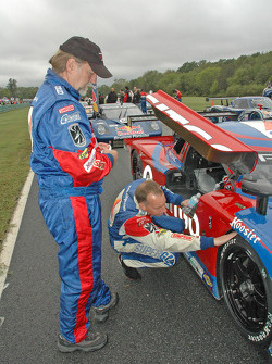 Andy Wallace check tires