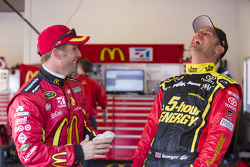 Jamie McMurray, Ganassi Racing Chevrolet and Clint Bowyer, Michael Waltrip Racing Toyota