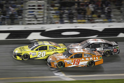 Matt Kenseth, Joe Gibbs Racing Toyota, Carl Edwards, Joe Gibbs Racing Toyota, Kevin Harvick, Stewart-Haas Racing Chevrolet