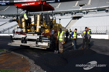 Wednesday, November 30: wooden boards are used to add the finishing touch to the concrete bridge, the arch over the start/finish line is erected, while the front row seats of the grandstands are removed for safety reasons, 540 additional tonnes of asphalt