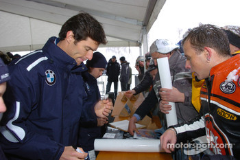 Mark Webber and Nick Heidfeld BMW WilliamsF1 Team drivers 2005 sign autographs