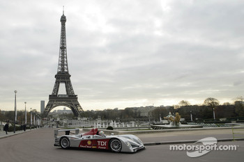 Tom Kristensen drives the new Audi R10 in the 'Jardins du Trocadro'
