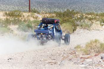 Vanguard Racing: cloud of dust as Ronn Bailey zooms by