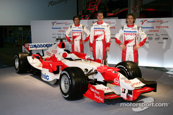 Ricardo Zonta, Ralf Schumacher and Jarno Trulli with the TF106