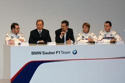 Jacques Villeneuve, Willy Rampf (Technical Director Chassis), Dr Mario Theissen (BMW Motorsport Director), Nick Heidfeld and Robert Kubica