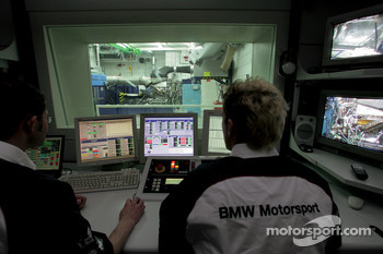 The new 2006 BMW P86 F1-engine on the dyno
